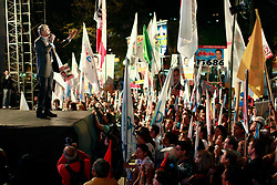 O candidato à reeleição pelo PDT em Porto Alegre, José Fortunati durante o comício da vitória, no Largo Glênio Perez, em Porto Alegre. FOTO: Jefferson Bernardes/Preview.com