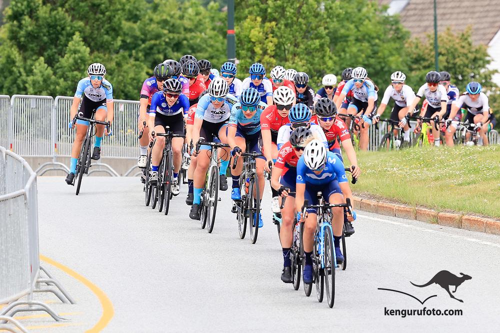 Fra damenes fellestart under NM på sykkel 2021 i Kristiansand.