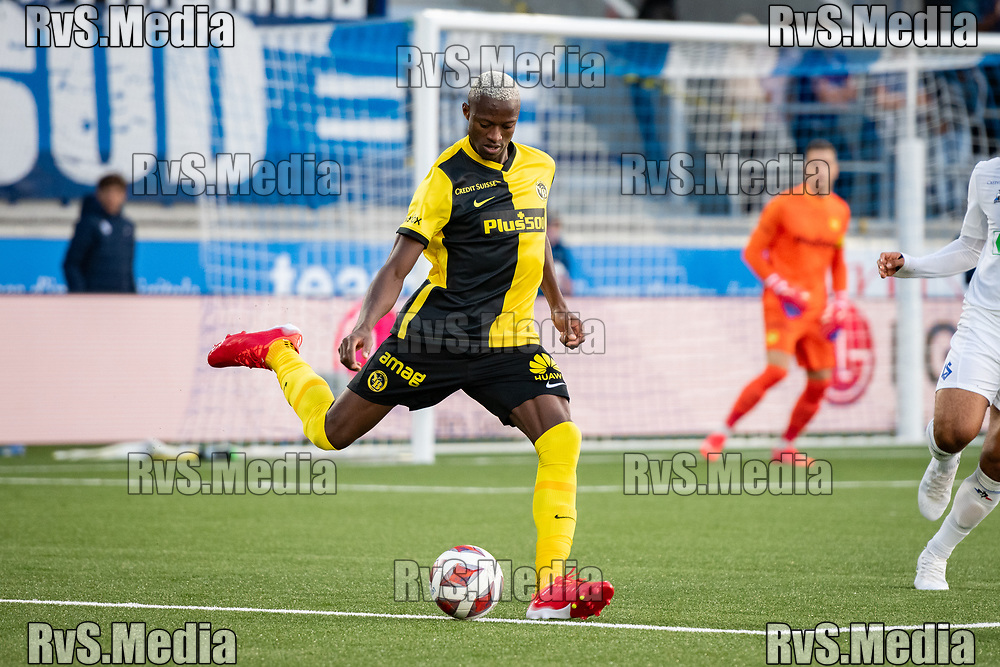 LAUSANNE, SWITZERLAND - SEPTEMBER 22: Mohamed Ali Camara #4 of BSC Young Boys in action during the Swiss Super League match between FC Lausanne-Sport and BSC Young Boys at Stade de la Tuiliere on September 22, 2021 in Lausanne, Switzerland. (Photo by Basile Barbey/RvS.Media/)