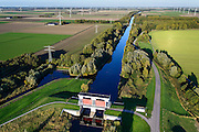 Nederland, Flevoland, Zeewolde, 24-10-2013. Hoge Knarsluis in de Knardijk voor het water van de Hoge Vaart.<br /> Sluice near Zeewolde in the Flevoland polder for flood protection and flood.<br /> luchtfoto (toeslag op standaard tarieven);<br /> aerial photo (additional fee required);<br /> copyright foto/photo Siebe Swart.<br /> luchtfoto (toeslag op standaard tarieven);<br /> aerial photo (additional fee required);<br /> copyright foto/photo Siebe Swart.