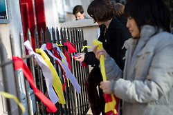 © licensed to London News Pictures. London, UK 03/11/2013. Fans of Lou Reed leaving ribbons before attending to a memorial service at Newington Green Unitarian Chapel in London to commemorate the musician who died on October 27, 2013. Photo credit: Tolga Akmen/LNP