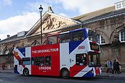 A tourist sight-seeing bus passes the Royal Mews at Buckingham Palace in London, UK. Friday January 5th 2018