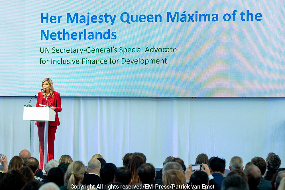 Koningin Maxima woont de de conferentie The Future of Sustainable Trade bij ter gelegenheid van het tienjarig bestaan van het Initiatief voor Duurzame Handel (IDH).<br /> <br /> Queen Maxima attends the The Future of Sustainable Trade conference on the tenth anniversary of the Sustainable Trade Initiative (IDH).