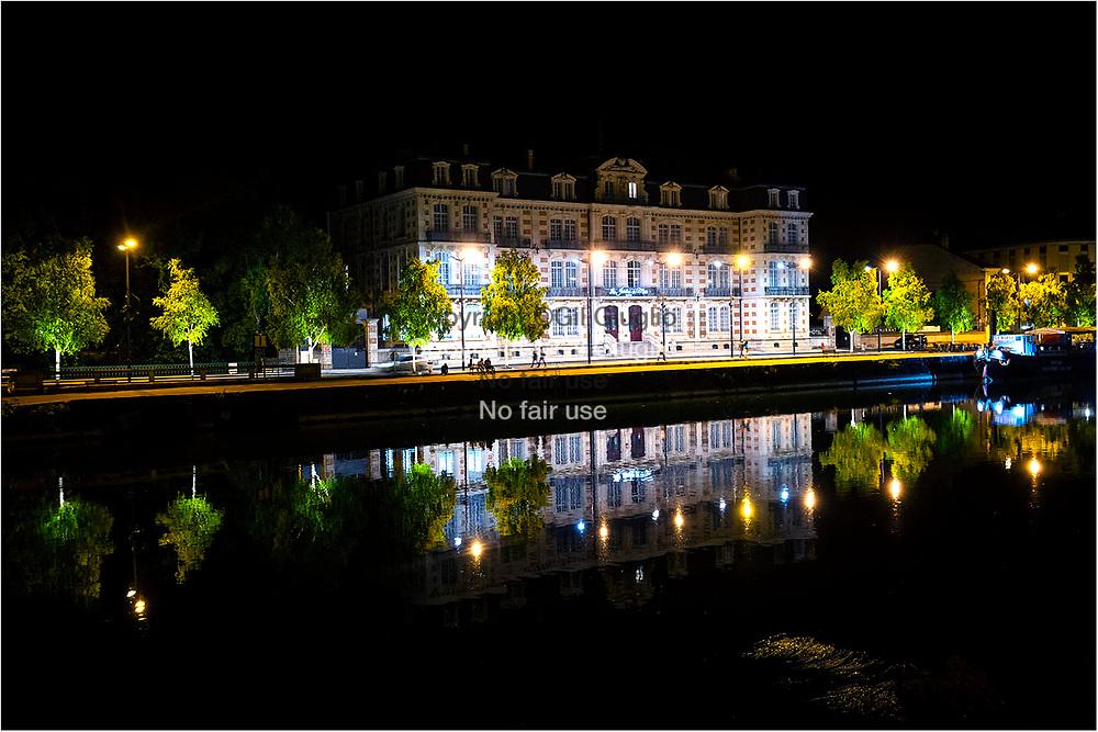 France, Grand-Est region, Meuse (55), Verdun, hôtel Jardin du Mess sur le fleuve Meuse  dans centre ville // France, Grand-est, Meuse departement, Verdun downtown, the. Jardin du Messe luxury hotel on Meuse irver