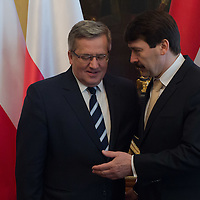 Bronislaw Komorowski (L) president of Poland and his Hungarian counterpart Janos Ader (R) shake hands after a welcoming ceremony in Budapest, Hungary on March 21, 2014. ATTILA VOLGYI