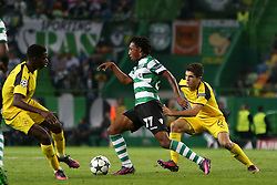 October 18, 2016 - Lisbon, Portugal - Sporting's forward Gelson Martins (C ) vies with Dortmund's midfielder Christian Pulisic during the UEFA Champions League Group F football match Sporting CP vs Borussia Dortmund at the Alvalade stadium in Lisbon, Portugal on October 18, 2016. Photo: Pedro Fiuza (Credit Image: © Pedro Fiuza via ZUMA Wire)