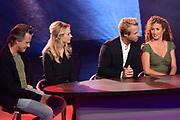 RTL Najaarspresentatie 2014 - Aankomst gasten bij Studio 21 in Hilversum.<br /> <br /> op de foto:   Humberto Tan in gesprek met Daan Schuurmans, Bracha van Doesburg, Thijs Romer en Katja Romer over de serie Nieuwe Buren