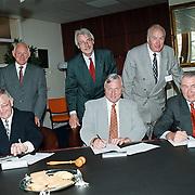 Contract ondertekening rabobank Weesp, Bussum en Huizen effectenbeheer