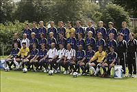 Fotball<br /> Belgia 2004/05<br /> Club Brugge<br /> 20. juli 2004<br /> Foto: Digitalsport<br /> NORWAY ONLY<br /> Lagbilde<br /> Bak fra venstre: / GVOZDENOVIC / VAN TORNHOUT / SMOLDERS / SPILAR /GERT  VERHEYEN  / BUTINA / CLEMENT / ROZEHNAL / LANGE / SEREBRENNIKOV / ROELANDTS /<br /> Midten fra venstre:/ TIERENTEYN / VERLINDEN / CORNELIS / BALABAN / DE COCK / VAN DER HEYDEN / SIMONS / ENGLEBERT / SAETERNES / CEH / MAERTENS / RYCKEBUSCH / DOBBENIE / <br /> Foran fra venstre: / PROVOOST / STIJNEN / STOICA / BLONDEL / VAN PUYVELDE / SOLLIED / RENE VERHEYEN / VICTOR / HERMANS / VERBAUWHEDE / VLAEMINCK