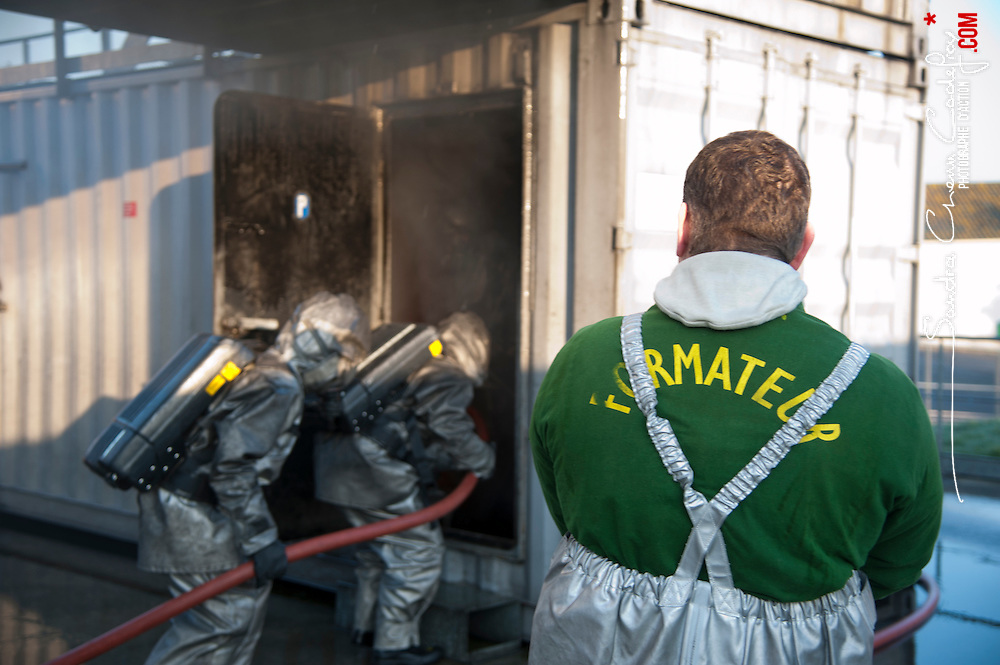 Reportage sur le Centre d'Entraînement à la Sécurité du Portzic, la nouvelle tenue des marins pompiers en test au CFPES et la compagnie des marins pompiers de Brest.<br /> mars 2012 / Brest / Finistère (29) / FRANCE<br /> Cliquez ci-dessous pour voir le reportage complet (93 photos) en accès réservé<br /> http://sandrachenugodefroy.photoshelter.com/gallery/2012-03-Compagnie-des-Marins-Pompiers-de-Brest-Complet/G00006UpdyenDXkg/C0000yuz5WpdBLSQ