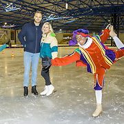 NLD/Dronten/20191111 - Sint on Ice, Jim Bakkum en partner Bettina Holwerda met zwarte piet