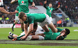 Ireland's Garry Ringrose (centre) scores his side's first try during the NatWest 6 Nations match at Twickenham Stadium, London.