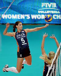 01-10-2014 ITA: World Championship Volleyball Servie - Nederland, Verona<br /> Nederland verliest met 3-0 van Servie em is uitgeschakeld voor de final 6 / /Setup Laura Dijkema aan Robin de Kruijf