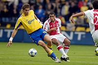 Fotball<br /> Nederland<br /> Foto: ProShots/Digitalsport<br /> NORWAY ONLY<br /> <br /> Brøndby IF - Ajax , 10-08-2005 , UEFA Champions League Qualification , johan Elmander in duel met Nigel de Jong