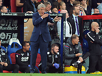 Football - 2017 / 2018 Premier League - Crystal Palace vs. Chelsea<br /> <br /> Palace Manager, Roy Hodgson gives his team directions  at Selhurst Park.<br /> <br /> COLORSPORT/ANDREW COWIE