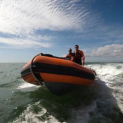 Activité estivale des nageurs sauveteurs de la Société Nationale du Secours en Mer (SNSM) au port de Pornichet. Patrouilles en mer, surveillance des plages et opération de remorquage d'épave.<br /> Août 2010 / Pornichet (44) / FRANCE<br /> Voir le reportage complet (116 photos) http://sandrachenugodefroy.photoshelter.com/gallery/2010-08-SNSM-Pornichet-Complet/G0000NSY2xCogJBM/C0000yuz5WpdBLSQ