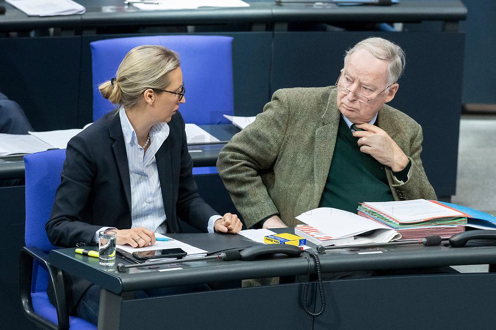 13 FEB 2020, BERLIN/GERMANY:<br /> Alice Weigel (L), MdB, AfD Fraktionsvorsitzende, und Alexander Gauland (R), MdB, AfD Fraktionsvorsitzender, im Gespraech, Sitzung des Deutsche Bundestages, Plenum, Reichstagsgebaeude<br /> IMAGE: 20200213-01-018<br /> KEYWORDS: Gespräch
