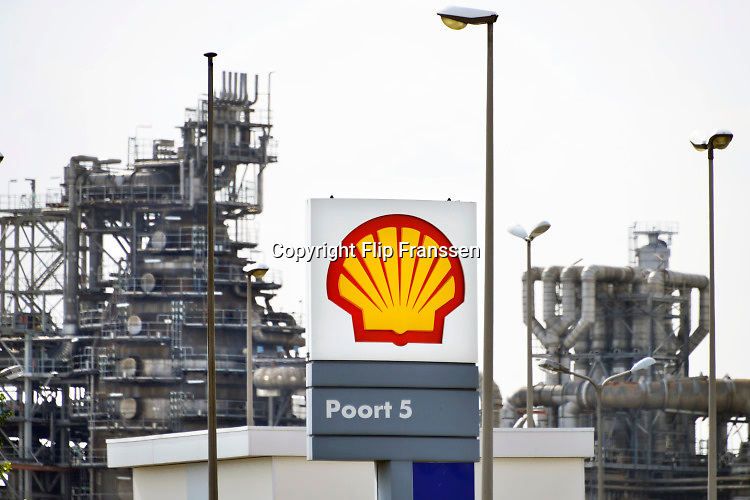 Nederland, Rotterdam, 15-11-2018Raffinaderij van Shell bij Pernis.Foto: Flip Franssen