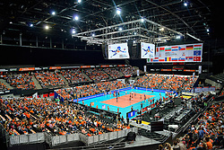 01-10-2015 NED: Volleyball European Championship Nederland - Polen, Apeldoorn<br /> Nederland wint de kwart finale met 3-1 en plaatst zich voor de final 4 / Nederland komt op met een fantastisch applaus, Ahoy Oranje publiek support