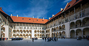 Renesansowy dziedziniec arkadowy zamku wawelskiego w Krakowie, Polska<br /> Renaissance arcade courtyard of the Wawel Castle in Cracow, Poland
