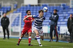 Jay Dasilva of Bristol City tussles for the ball with Tom Holmes of Reading - Mandatory by-line: Arron Gent/JMP - 28/11/2020 - FOOTBALL - Madejski Stadium - Reading, England - Reading v Bristol City - Sky Bet Championship