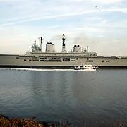 Engels vliegdekschip Ark Royal Noordzeekanaal Amsterdam