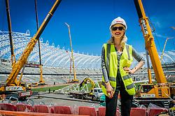 Mariana Ximenes visita obras do estádio Beira-Rio após coletiva de imprensa para apresentar o lançamento do projeto de espetáculos que irá celebrar a abertura do novo Estádio Beira-Rio, no Centro de Eventos Presidente Arthur Dallegrave, localizado no Complexo Beira-Rio. FOTO: Vinícius Costa/ Agência Preview