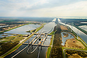 Nederland, Zeeland, Zuid-Beveland, 01-04-2016; Reimerswaal, Kreekraksluizen, onderdeel Schelde-Rijnverbinding, kanaal tussen de haven van Rotterdam en die van Antwerpen. Rechts het Bathse Spuikaanaal, boven in beeld de Westerschelde.<br /> <br /> Kreekraksluizen, part Scheldt-Rhine Canal, canal between the ports of Rotterdam and Antwerp.<br /> luchtfoto (toeslag op standard tarieven);<br /> aerial photo (additional fee required);<br /> copyright foto/photo Siebe Swart