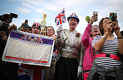 © Licensed to London News Pictures. 09/09/2015.  London, UK. Royal fans gather outside Buckingham Palace at the exact moment that Queen Elizabeth II became the United Kingdom's longest serving monarch as she passes Queen Victoria's 23,226 days on the throne.  Photo credit: Peter Macdiarmid/LNP