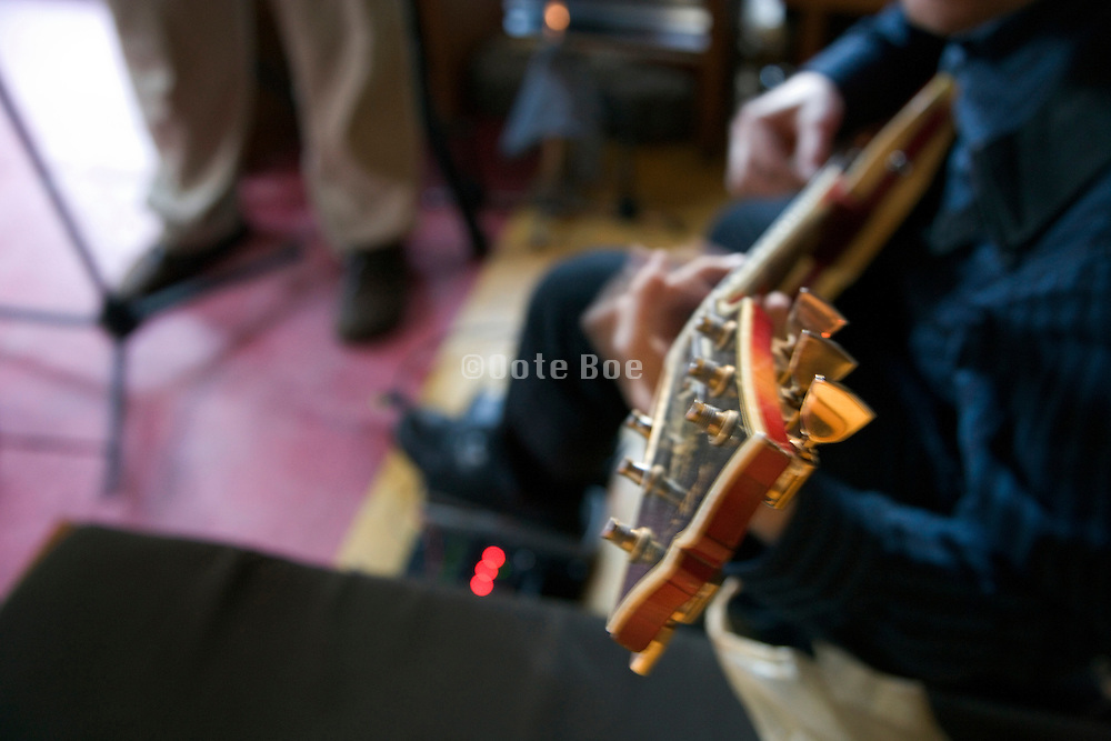 musician playing the electric guitar