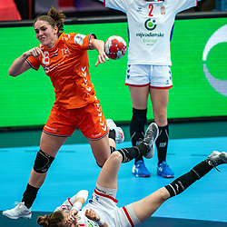Laura Van Der Heijden of Netherlands, Kristina Liscevic of Serbia in action during the Women's EHF Euro 2020 match between Netherlands and Serbia at Sydbank Arena on december 05, 2020 in Kolding, Denmark (Photo by RHF Agency/Ronald Hoogendoorn)