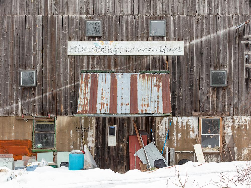 https://Duncan.co/barn-facade-in-winter