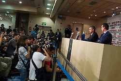 31.05.2010, Estadio Santiago Bernabeu, Madrid, ESP, Real Madrid, Präsentation Jose Mourinho im Bild Real Madrid's neuer Trainer Jose Mourinho and General Manager Jorge Valdano, Fotografen, Journalisten, EXPA Pictures © 2010, PhotoCredit: EXPA/ Alterphotos/ Alvaro Hernandez / SPORTIDA PHOTO AGENCY