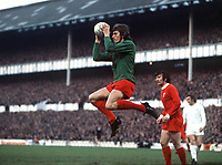 Ray Clemence (Liverpool). Tottenham Hotspur v Liverpool, 25/04/1973. Football 1972/3. Credit: Colorsport.
