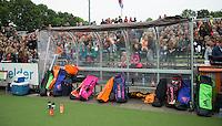 AMSTERDAM - Hockey - Dug Out.  Interland tussen de vrouwen van Nederland en Groot-Brittannië, in de Rabo Super Serie 2016 .  COPYRIGHT KOEN SUYK
