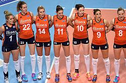 08-01-2016 TUR: European Olympic Qualification Tournament Nederland - Italie, Ankara<br /> De volleybaldames hebben op overtuigende wijze de finale van het olympisch kwalificatietoernooi in Ankara bereikt. Italië werd in de halve finales met 3-0 (25-23, 25-21, 25-19) aan de kant gezet / Kirsten Knip #1, Nicole Koolhaas #22, Laura Dijkema #14, Anne Buijs #11, Lonneke Sloetjes #10, Myrthe Schoot #9, Judith Pietersen #8