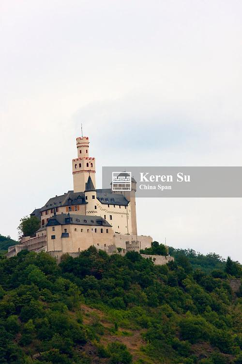 Marksburg Castle along river Rhine, Upper Middle Rhine Valley (UNESCO World Heritage site), Braubach, Germany
