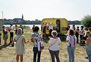 Nederland, Nijmegen, 31-8-2019 Aan de overkant van de Waal, op het Lentereiland, wordt het Democratiefestival gehouden. een gratis festival om de democratie te vieren met politiek en maatschappelijke instellingen. Er zijn workshops, discussiebijeenkomsten, spelletjes en theatervoorstellingen. Foto: Flip Franssen