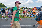 Nederland, Groesbeek, 23-7-2015Deelnemers aan de 4daagse, vierdaagse, lopen op de derde dag, de dag van Groesbeek, o.a over de zevenheuvelenweg. De provincie heeft geprobeerd de weg af te sluiten voor campers en caravans, maar toch staan er veel langs de route. Het is de zwaarste dag vanwege de heuvels. Ook brengen veel militairen, en zeker die uit Canada, een bezoek aan de Canadese militaire begraafplaats waar honderden gesneuvelde soldaten liggen die hier in 1944 gevochten hebben.The International Four Day Marches Nijmegen, or Vierdaagse, is the largest marching event in the world. It is organized every year in Nijmegen mid-July as a means of promoting sport and exercise. Participants walk 30, 40 or 50 kilometers daily, and on completion, receive a royally approved medal , Vierdaagsekruis. The participants are mostly civilians, but there are also a few thousand military participants. Today was the day of Groesbeek, part of operation Market Garden during ww2, ww, two.FOTO: FLIP FRANSSEN/ HOLLANDSE HOOGTE