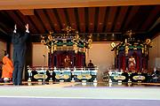 De Japanse keizer Naruhito heeft officieel de troon aanvaard en de belofte afgelegd dat hij zijn plicht als symbool van de staat zal vervullen. De 59-jarige Naruhito deed dat in een eeuwenoude ceremonie in de belangrijkste zaal van het keizerlijke paleis in Tokio in aanwezigheid van staatshoofden en gasten uit meer dan 180 landen.<br /> <br /> The Japanese emperor Naruhito has officially accepted the throne and made the promise that he will fulfill his duty as a symbol of the state. The 59-year-old Naruhito did that in an ancient ceremony in the main hall of the Imperial Palace in Tokyo in the presence of heads of state and guests from more than 180 countries.