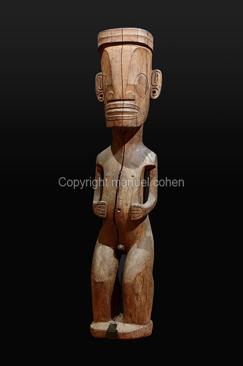 Wooden tiki stela, 164cm tall, acquired by the Papeete Museum in 1928, from the Taipivai Valley, on Nuku Hiva, Marquesas Islands, in the Musee de Tahiti et des Iles, or Te Fare Manaha, at Punaauia, on the island of Tahiti, in the Windward Islands, Society Islands, French Polynesia. Tikis are protective statues representing Ti'i, a half-human half-god ancestor who is believed to be the first man. The Museum of Tahiti and the Islands was opened in 1974 and displays collections of nature and anthropology, habitations and artefacts, social and religious life and the history of French Polynesia. Picture by Manuel Cohen