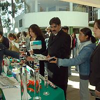 Toluca, Mex.- La facultad de Geografía de la Universidad Autónoma del Estado de México (UAEM), inauguró el día Internacional de Información y Geografía, donde participaron proveedores de servicios, productos y equipos de esta rama. Agencia MVT / José Hernández. (DIGITAL)<br /> <br /> <br /> <br /> NO ARCHIVAR - NO ARCHIVE