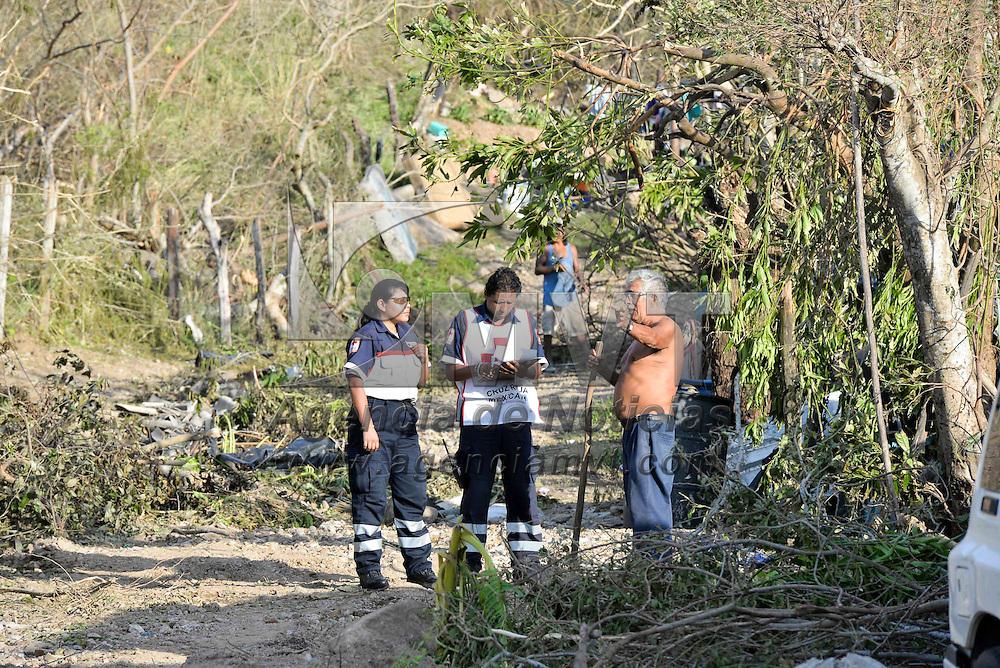 Toluca, Méx.- Un total de 15 elementos de la Delegación Estado de México de Cruz Roja Mexicana se unieron a las labores de evaluación de daños en las comunidades de Jalisco que fueron impactadas por el huracán Patricia el pasado viernes 23 de octubre. Agencia MVT / Especial Cruz Roja