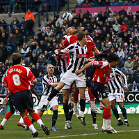 Photo: Steve Bond/Sportsbeat Images.<br />West Bromwich Albion v Charlton Athletic. Coca Cola Championship. 15/12/2007. Zoltan Gera (centre) in the thick of action in the Charlton penalty area