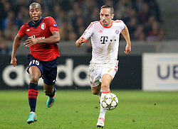 23.10.2012, Grand Stade Lille Metropole, Lille, OSC Lille vs FC Bayern Muenchen, im Bild Laufduell zwischen Djibril SIDIBE (OSC Lille - 15) und Franck RIBERY (FC Bayern Muenchen - 7) // during UEFA Championsleague Match between Lille OSC and FC Bayern Munich at the Grand Stade Lille Metropole, Lille, France on 2012/10/23. EXPA Pictures © 2012, PhotoCredit: EXPA/ Eibner/ Ben Majerus..***** ATTENTION - OUT OF GER *****