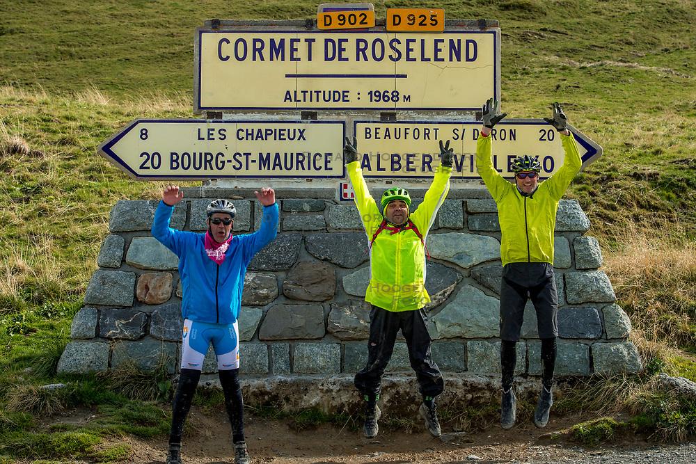 16-09-2017 FRA: BvdGF Tour du Mont Blanc day 7, Beaufort<br /> De laatste etappe waar we starten eindigen we ook weer na een prachtige route langs de Mt. Blanc / Marcos, Carlos, Tjebbe