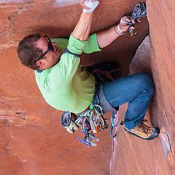 Kyle Oak leading the classic crack, The Fox, 5.10+ in Calico Basin, Las Vegas, Nevada