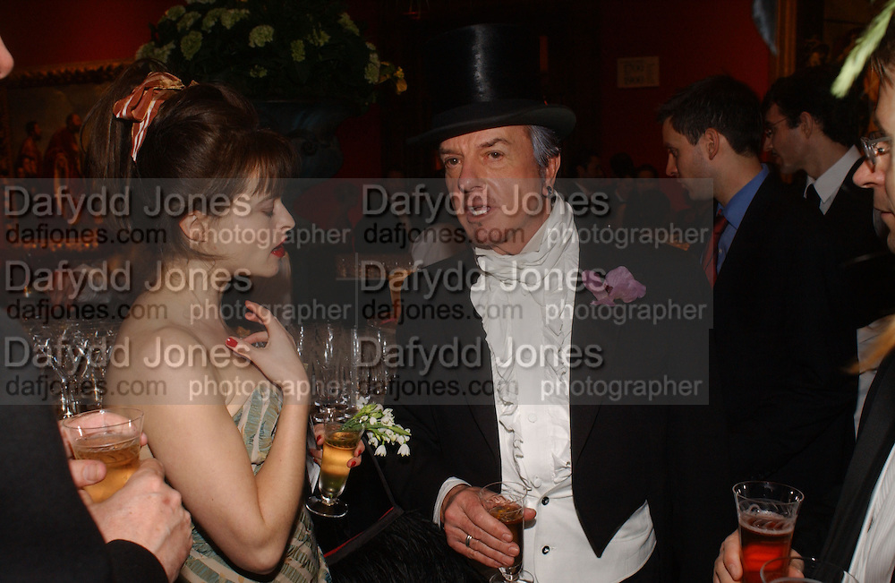 Helena Bonham Carter  and Nicky Haslam. National Gallery. 16 March 2006. ONE TIME USE ONLY - DO NOT ARCHIVE  © Copyright Photograph by Dafydd Jones 66 Stockwell Park Rd. London SW9 0DA Tel 020 7733 0108 www.dafjones.com
