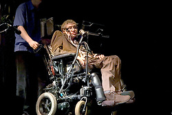 Cosmologist and best-selling author Stephen Hawking leaves the stage after giving a speech at UC Berkeley as part of the J. Robert Oppenheimer Lecture in Physics, in Berkeley, CA, USA, on March 13, 2007. Photo by Randall Benton/Sacaramento Bee/MCT/ABACAPRESS.COM    118084_03 Berkeley Etats-Unis United States