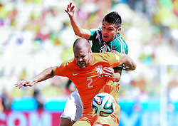 29.06.2014, Castelao, Fortaleza, BRA, FIFA WM, Niederlande vs Mexico, Achtelfinale, im Bild Ron Vlaar (Niederlande) gegen Giovani Dos Santos (Mexiko) // during last sixteen match between Netherlands and Mexico of the FIFA Worldcup Brazil 2014 at the Castelao in Fortaleza, Brazil on 2014/06/29. EXPA Pictures © 2014, PhotoCredit: EXPA/ fotogloria/ Best Photo Agency<br /> <br /> *****ATTENTION - for AUT, FRA, POL, SLO, CRO, SRB, BIH, MAZ only*****